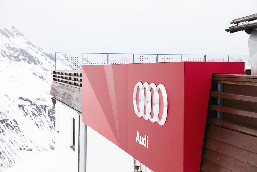 一座带着热心艳红和高科技姿态的小屋quattro Festkogl Alm for Audi  Designliga (3)