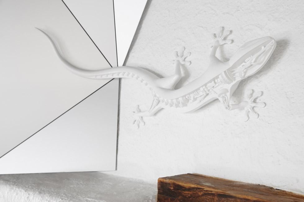 一座带着热心艳红和高科技姿态的小屋quattro Festkogl Alm for Audi  Designliga (4)