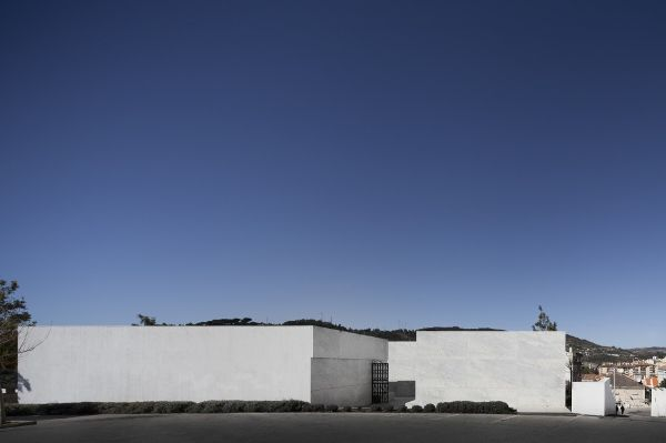 葡萄牙阿兰德拉某殡仪馆  Matos Gameiro Arquitectos 殡仪馆 (1)