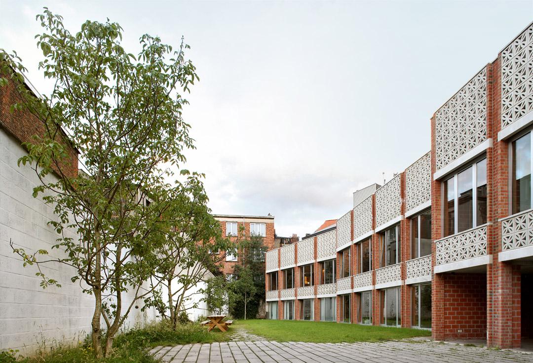 三栋住宅、一个办公室、一个庭院Mixed use infill 3 houses and an office  Collectief Noord  (12)