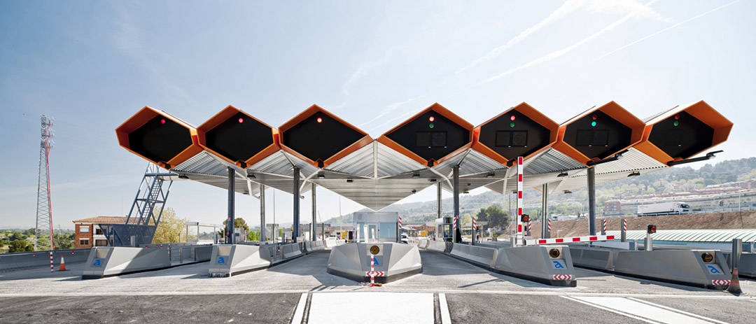 一个简约机械风格的收费站设计10 Toll Stations and Canopies at the AP-7 Southtalonia (1)