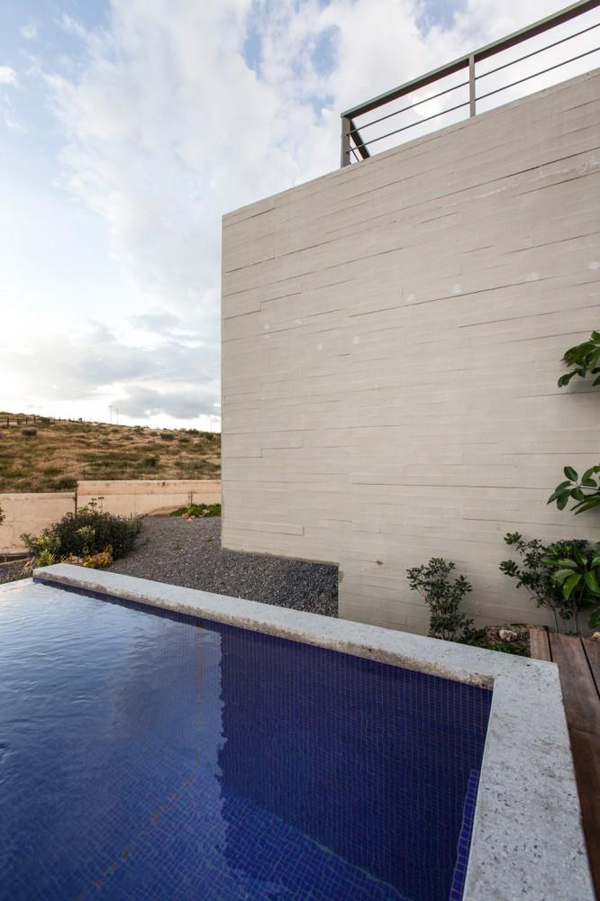 墨西哥拉科利纳住宅 La Colina FANARQ + THAA (15)