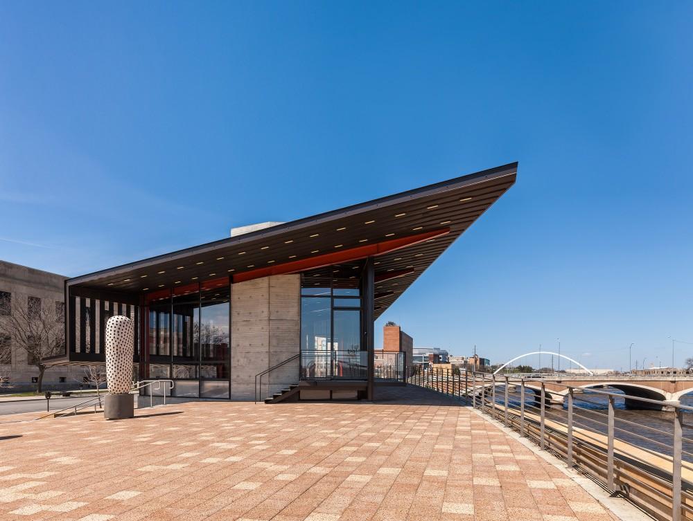 美国爱荷华州得梅因主河滨项目中心景点Substance Architecture (2)