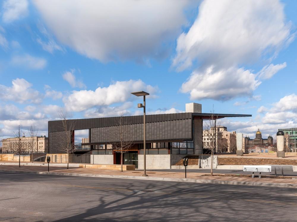 美国爱荷华州得梅因主河滨项目中心景点Substance Architecture (3)