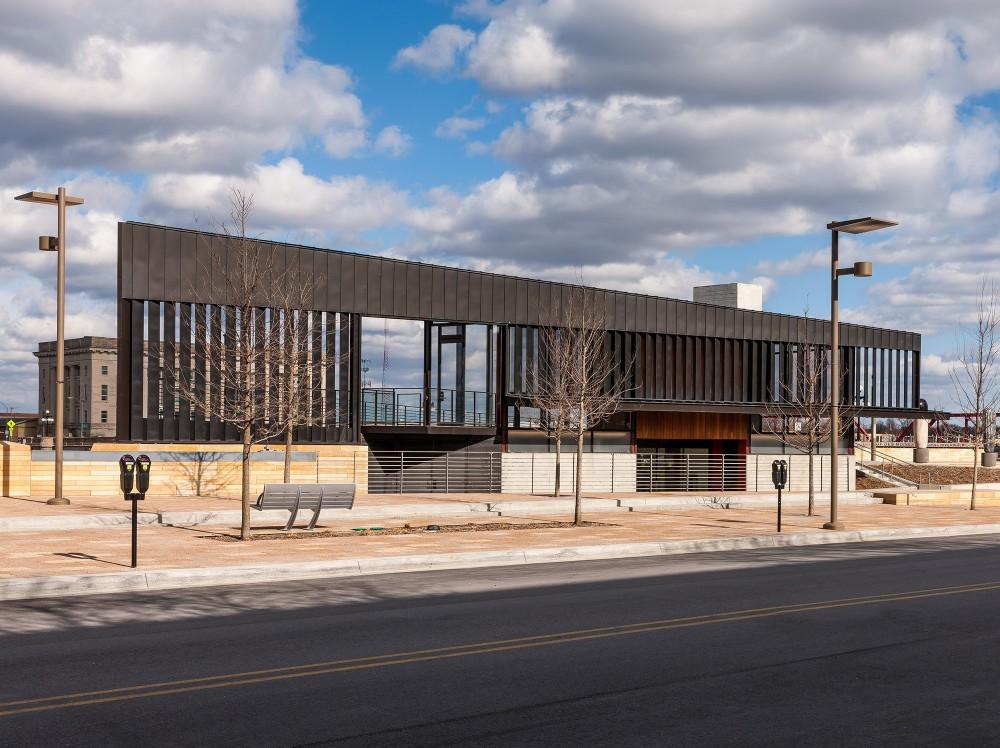 美国爱荷华州得梅因主河滨项目中心景点Substance Architecture (4)