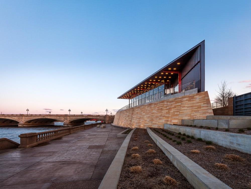 美国爱荷华州得梅因主河滨项目中心景点Substance Architecture (5)