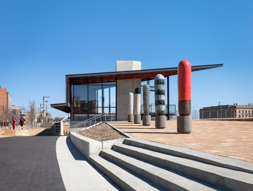 美国爱荷华州得梅因主河滨项目中心景点Substance Architecture (7)