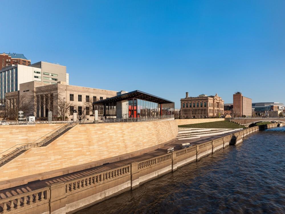 美国爱荷华州得梅因主河滨项目中心景点Substance Architecture (8)