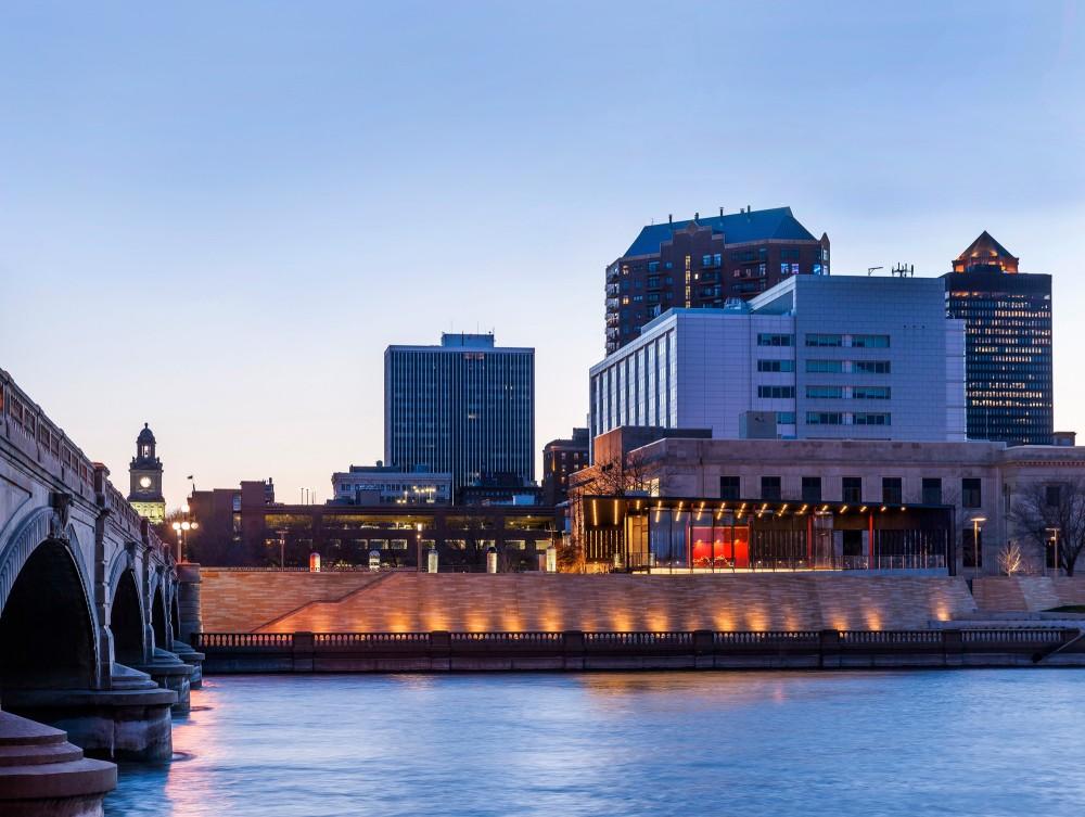 美国爱荷华州得梅因主河滨项目中心景点Substance Architecture (11)