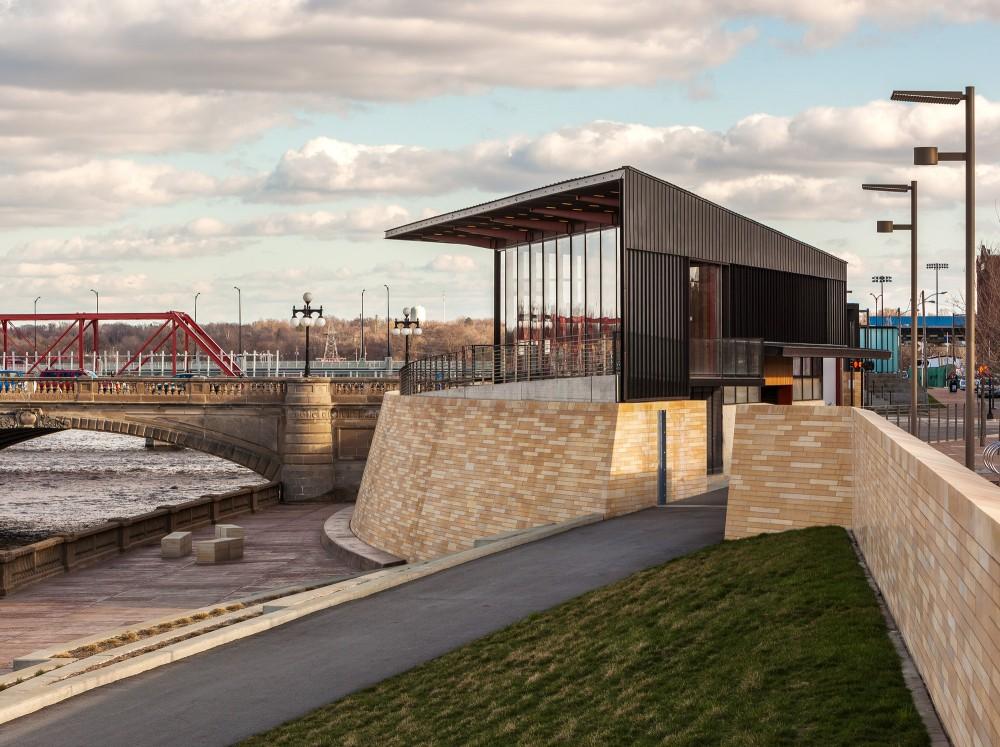 美国爱荷华州得梅因主河滨项目中心景点Substance Architecture (13)