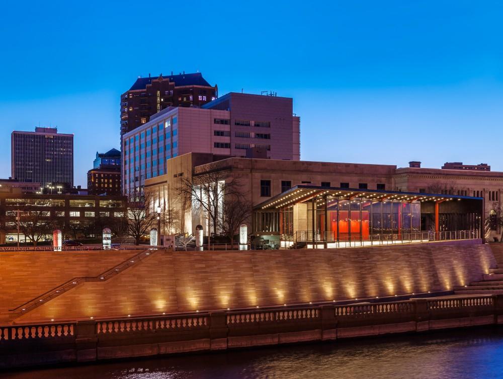 美国爱荷华州得梅因主河滨项目中心景点Substance Architecture (14)