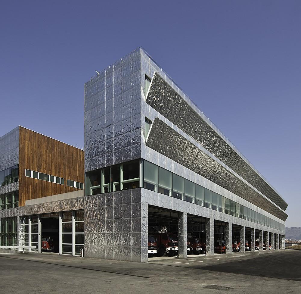 西班牙毕尔巴鄂消防站 firemen house coll barreu arquitectos Coll-Barreu Arquitectos (7)